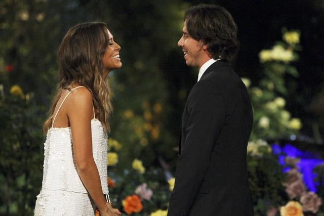 The Bachelor Season 16 episode 1 Ben Flajnik meets blogger Jenna Burke