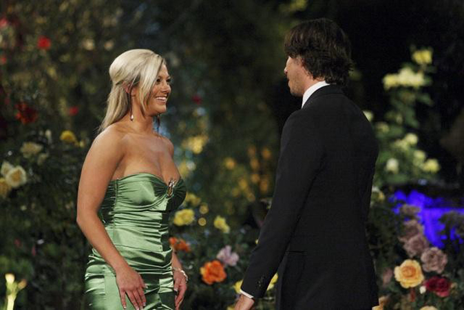 Ben Flajnik meets Shawn Reynolds from The Bachelor Season 16 Episode 1