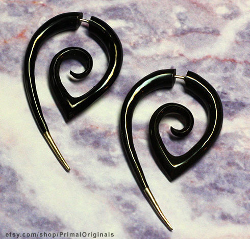 Black tribal horn earring similar to those worn by Rooney Mara in The Girl With The Dragon Tattoo