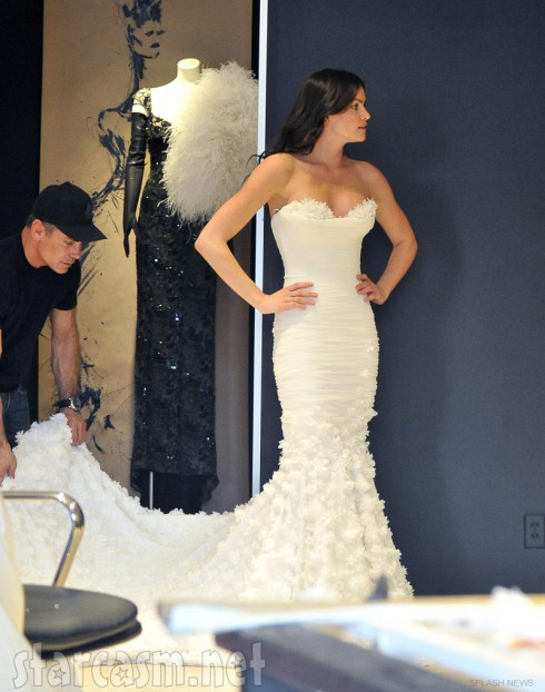 Courtney Robertson buys a wedding dress February 29 2012