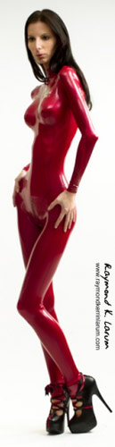 Wasp waisted Ioana Spangenberg in red latex