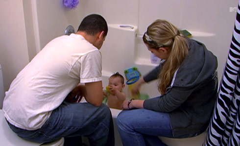 Jo Rivera and Kailyn Lowry give their son Isaac a bath