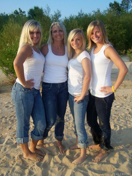 16 and Pregnant's Mackenzie Douthit with her sisters and her mother Angie