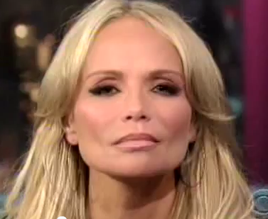 Kristin Chenoweth eyelash extension
