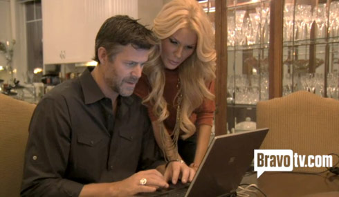 Slade Smiley and Gretchen Rossi check out starcasm.net on their laptop