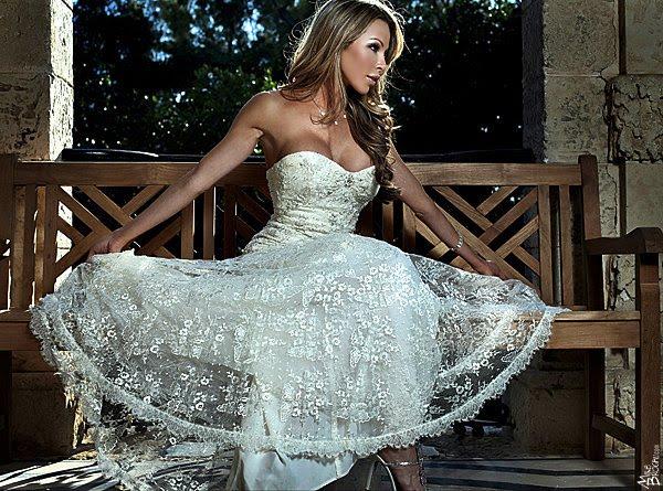 Lisa Hochstein wedding dress photo