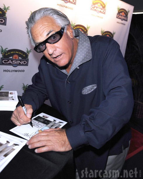 Barry Weiss signing autographs at Seminole Hard Roc