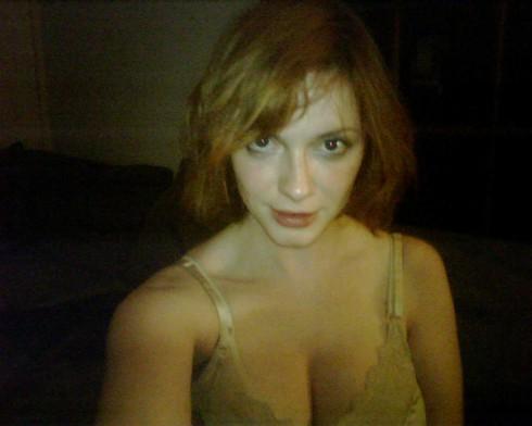 Christina_Hendricks_leaked_cell_phone_02-490x392.jpg