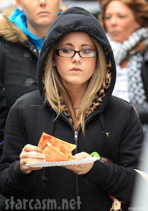 Teen Mom 2's Jenelle Evans eating pizza in New York City
