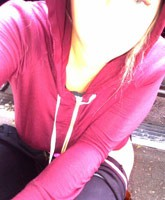 Kesha_urinating_in_the_street_tn