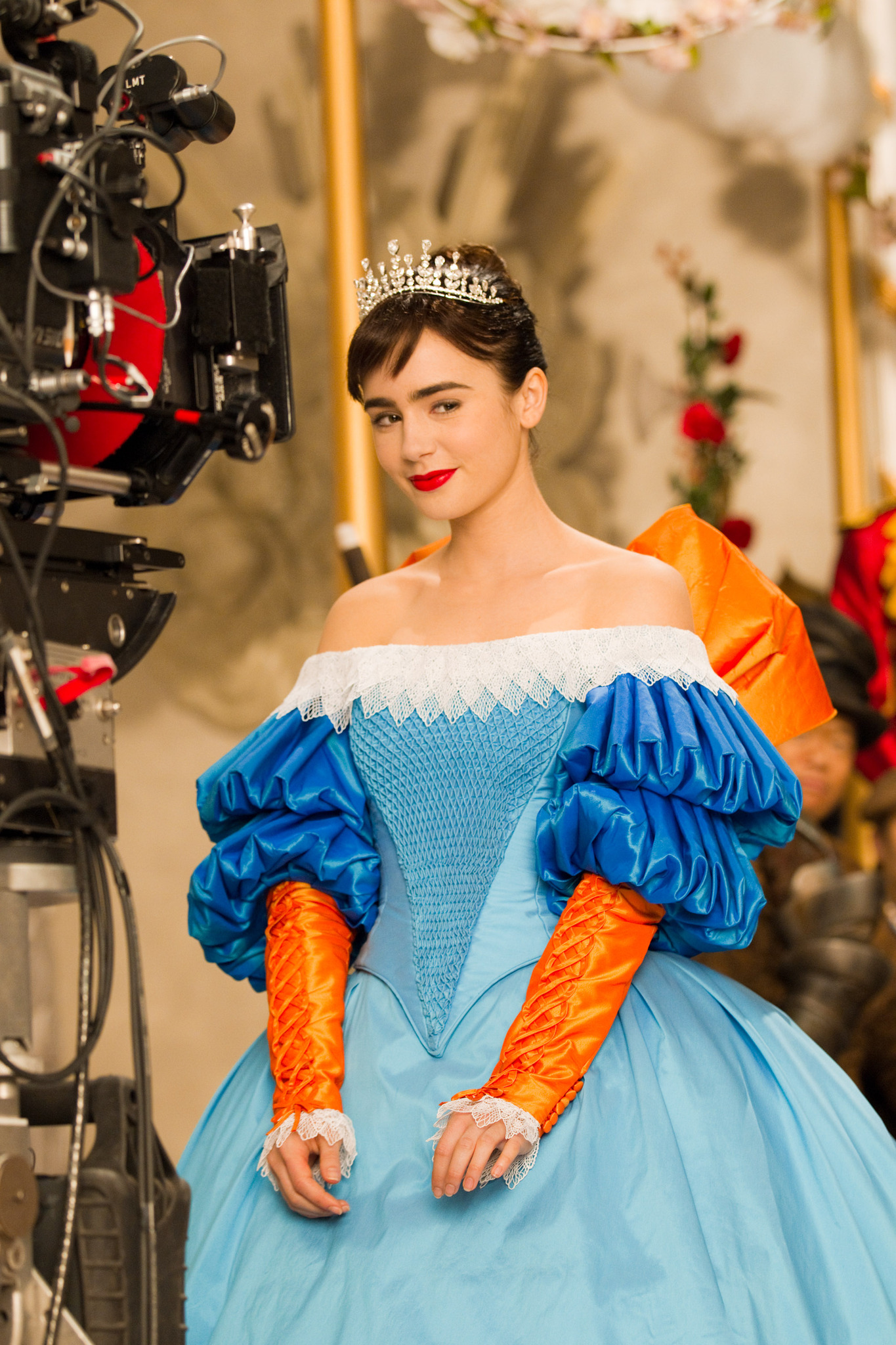 Photo lily collins fairest of them all at mirror mirror for Espejito espejito
