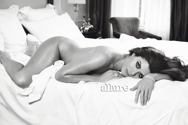 Debra Messing naked for Allure