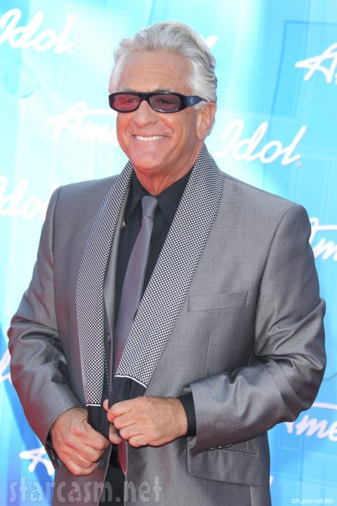 photos video barry weiss steals the show at american idol finale red carpet event. Black Bedroom Furniture Sets. Home Design Ideas