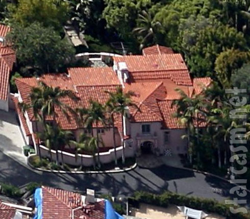 Barry Weiss House Satellite Photo