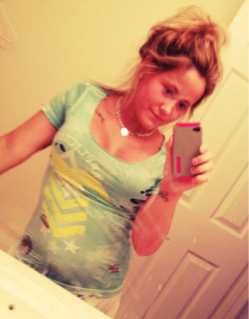 Jenelle Evans shows off her new breasts in a tight tee shirt