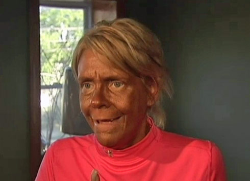 Video mother arrested for allegedly taking 5 year old for 85 degrees tanning salon