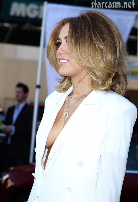 Miley Cyrus billboard awards 2012 side boob