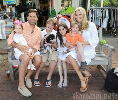 Aviva Drescher family photo with husband Reid Drescher and children