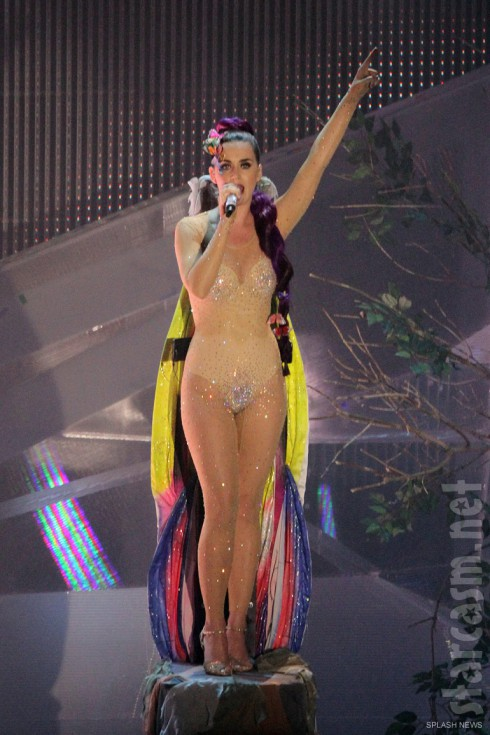 Katy Perry nude bodysuit Wide Awake performance at the 2012 MMVAs