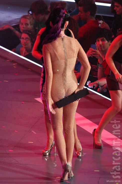 Katy Perry exposes her backside at the 2012 MMVAs