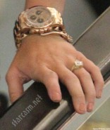Miley-Cyrus-engagement-ring-close-up