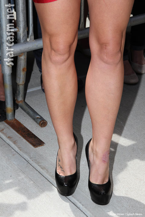 Britney Speras shows off hot legs
