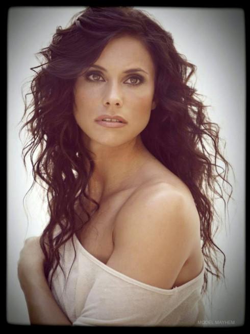 Roberto Martinez girlfriend Kara Ramos modeling photo