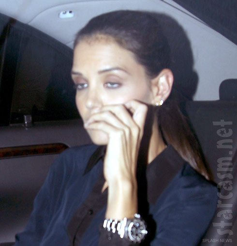 Photo of Katie Holmes without her wedding ring after filing for divorce from Tom Cruise