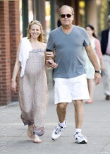 Kelsey Grammer and pregnant Kayte Walsh