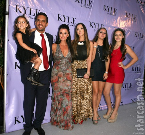 Portia Umansky, Mauricio Umanksy, Kyle Richards, Farrah Algjufrie, Alexia Umanksy, and Sophia Umansky
