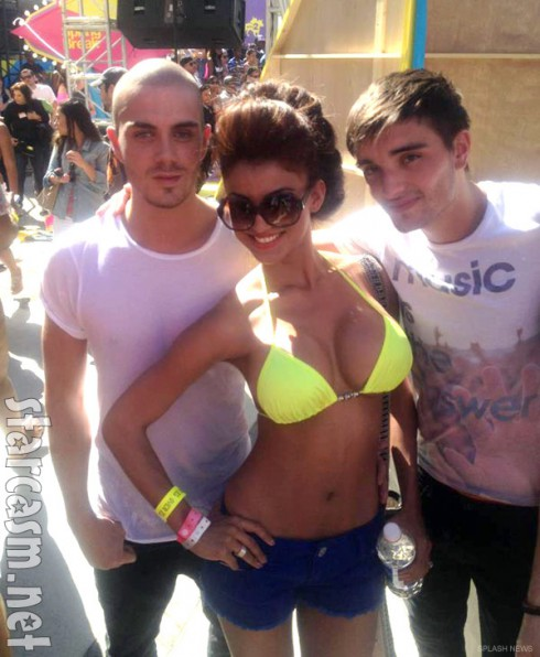 Lina Martini poses with The Wanted members at Spring Break 2012 Concert in Las Vegas