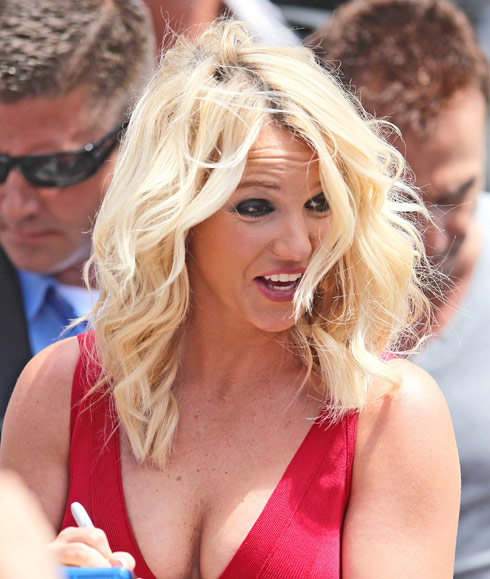 Britney-Spears-happy-cleavage
