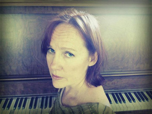 Iris Dement Sing the Delta piano official