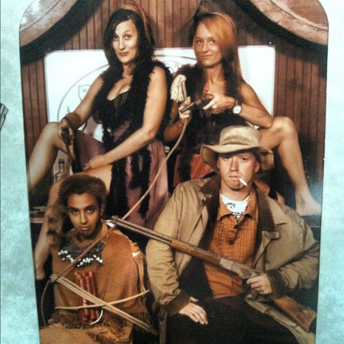 Teen Mom Maci Bookout and friends pose for vintage Old West photo at Carowinds