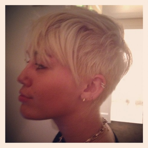 Miley Cyrus gets her hair cut short