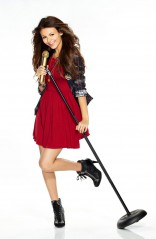 Victoria Justice singing in Victorious promo photo