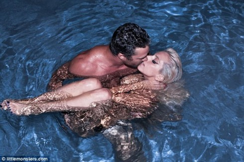 Lady Gaga nude with boyfriend taylor Kinney pool water