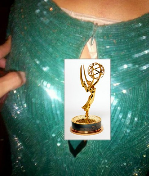 Sofia Vergara tweets her exposed ass backstage at the Emmys