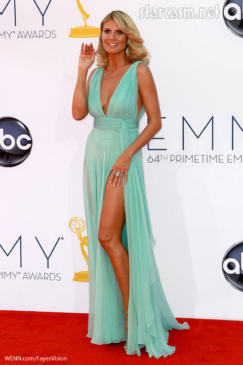 Heidi Klum shows leg 2012 emmy awards