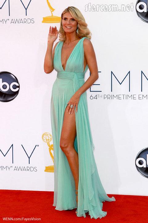 Heidi Klum shows leg 2012 emmy awards