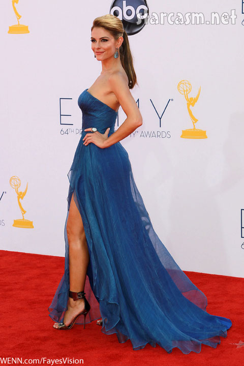 Maria Menounos sexy leg Emmy Awards