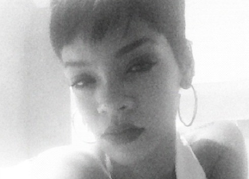 Rihanna black and white Twitter photo
