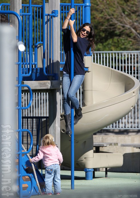 Bethenny Frankel pole dancing with daughter Bryn at the park