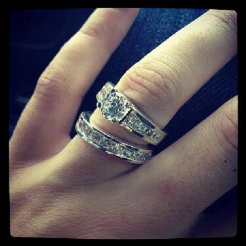 Jenelle Evans shows off her new diamond eng