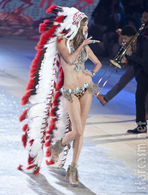 Karlie Kloss wears Indian headdress at 2012 Victoria's Secret Fashion Show