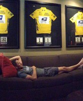 Lance_Armstrong_jerseys_photo_tn