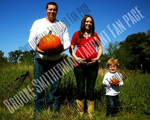 '16 & Pregnant' star Brooke Tarrant poses with Cody Tarrant and son Brody