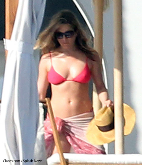 Jenniferanistonpinkbikini