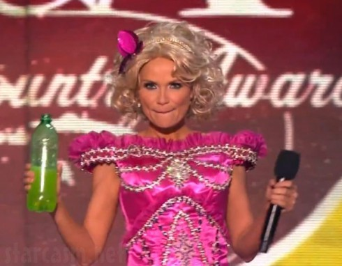 Kristin Chenoweth as Honey Boo Boo at the American Country Awards