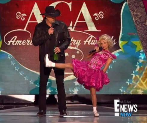 Kristin Chenoweth in Honey Boo Boo costume while co-hosting the ACAs